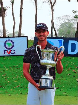 Rafael-Guerrero-con-Trofeo-Abierto-de-Venezuela-Copa-DIRECTV.DSCN4832-261x350